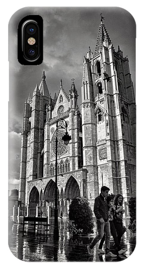 Cathedral IPhone X Case featuring the photograph Leon Cathedral by Tom Bell