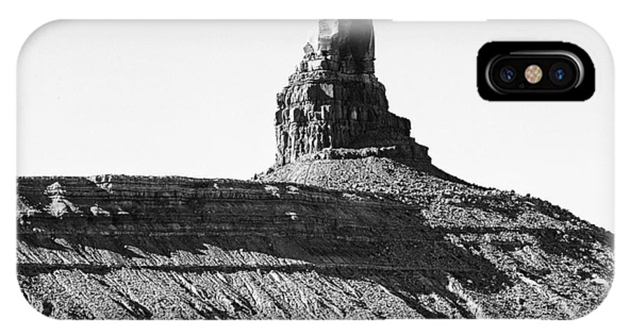 Monument Valley IPhone X Case featuring the photograph Monument Valley -utah V11 by Douglas Barnard