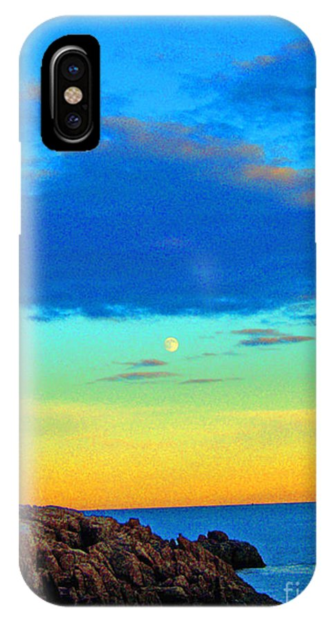 Moon Rising IPhone X Case featuring the photograph Moon Rising In New England by Helene Guertin
