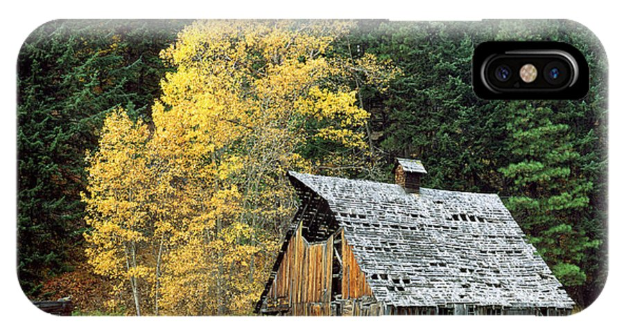 Autumn IPhone X Case featuring the photograph Old Barn In Autumn by King Wu