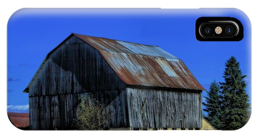 Old Broken Down Barn In Ohio IPhone X Case featuring the photograph Old Broken Down Barn In Ohio by Dan Sproul