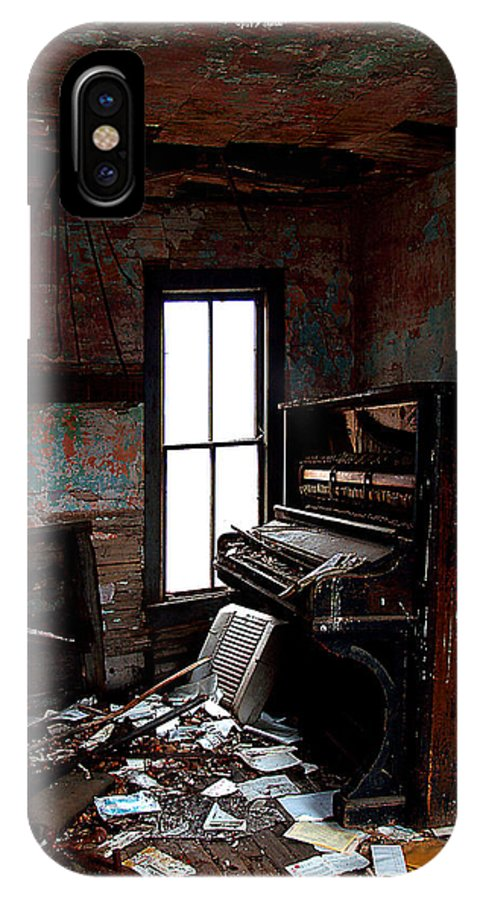 Card IPhone X Case featuring the photograph Old Piano Card by Mark Baker