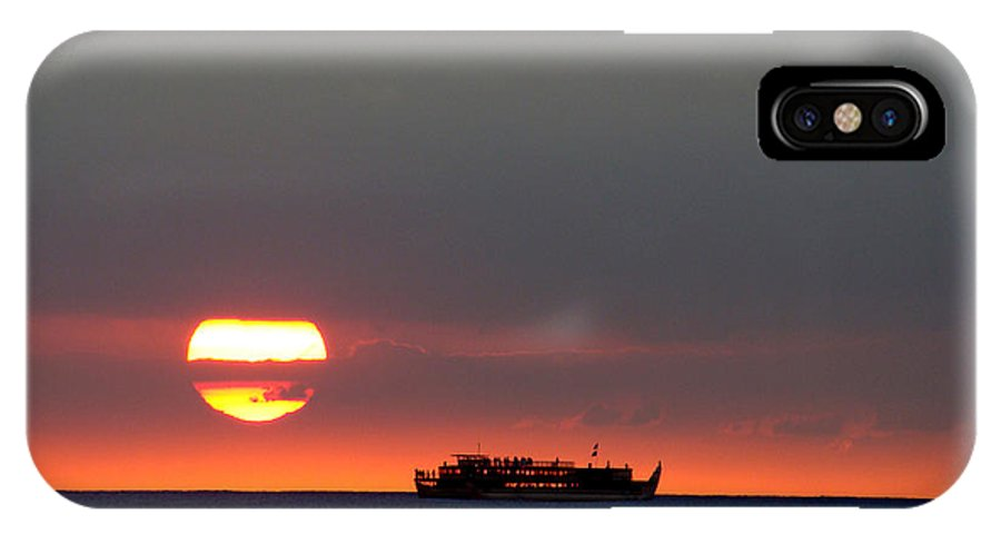 Seascape IPhone X Case featuring the photograph Pacific Sunset by Eva Kato