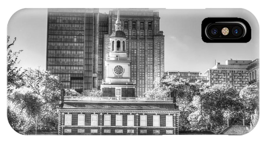 Philadelphia IPhone X Case featuring the photograph Philadelphia Independence Hall 6 Bw by Constantin Raducan