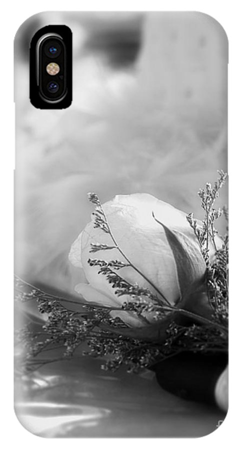 Photography IPhone X / XS Case featuring the photograph Rose And Wedding Cake by Ivy Ho
