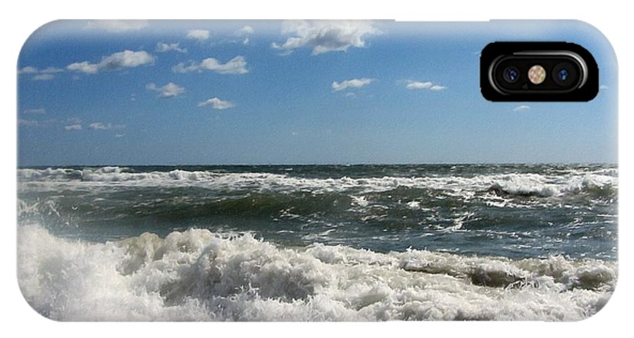 Ocean IPhone X Case featuring the photograph Southern Shores Splash by Cathy Lindsey