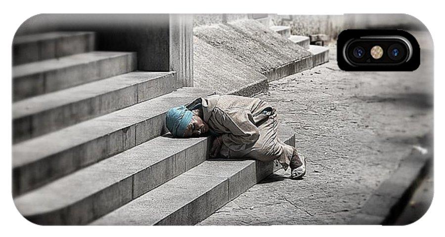Street Life IPhone X Case featuring the photograph Street Life by Benmoha Tarik