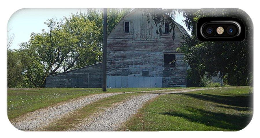 Old Barn IPhone X Case featuring the photograph Sun Bleach Barn by Linda Gonzalez