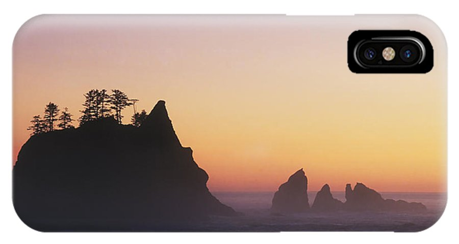 Nature IPhone X / XS Case featuring the photograph Sunset At Point Of The Arches by David Davis