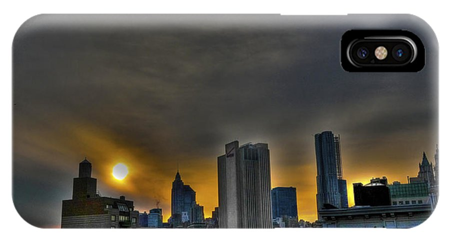 Les IPhone X / XS Case featuring the photograph Sunset In Manhattan's Lower East Side by Randy Aveille