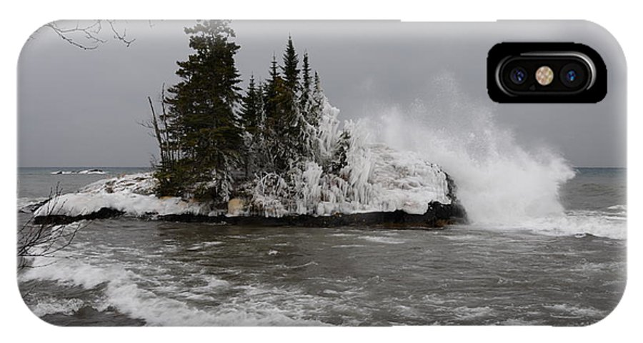 Island On Lake Superior IPhone X / XS Case featuring the photograph Superior Wave Crash by Sandra Updyke