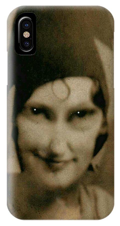 Photograph IPhone X / XS Case featuring the photograph The Flapper's Secret by Kris Milo