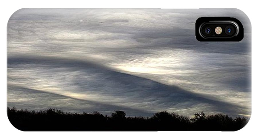 Undulatus Asperatus IPhone X Case featuring the photograph Undulatus Asperatus Skies 2 by Shannon Story