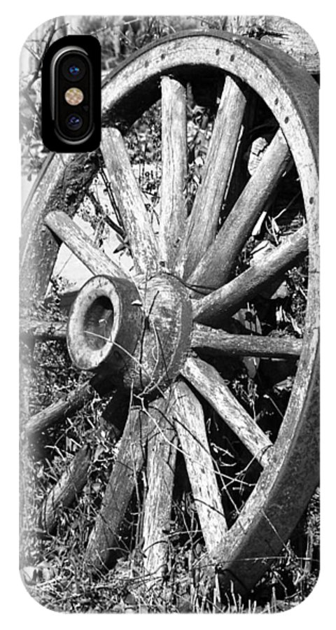Wagon Wheel IPhone X Case featuring the photograph Wagon Wheel - No Where To Go - Bw 01 by Pamela Critchlow