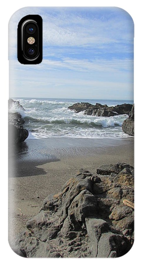 Ocean IPhone X Case featuring the photograph Yachats On The Rocks by Amanda Roberts