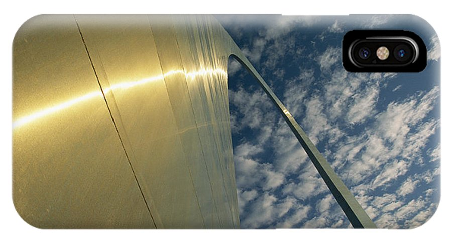 North America IPhone X / XS Case featuring the photograph Sunlight Beams On The Gateway Arch by Joel Sartore