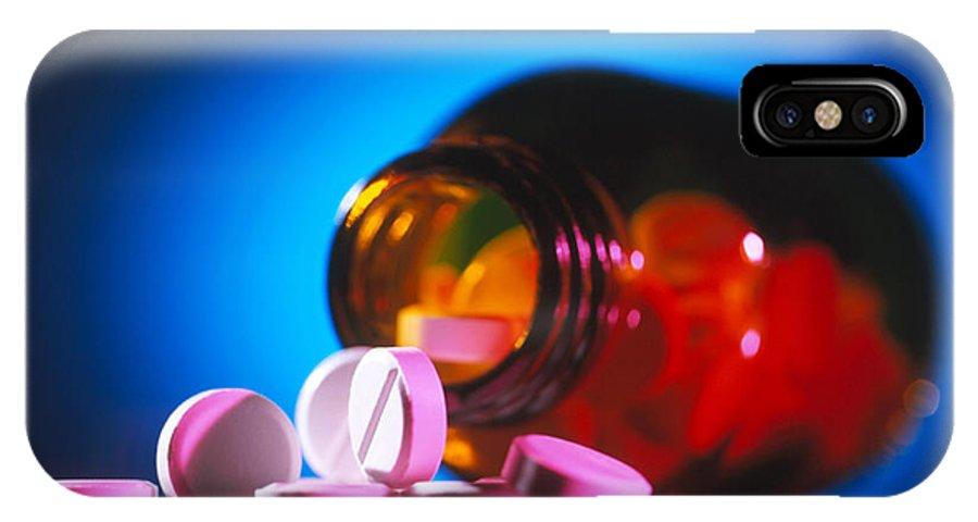 Paracetamol IPhone X / XS Case featuring the photograph Analgesic Pills by Tek Image