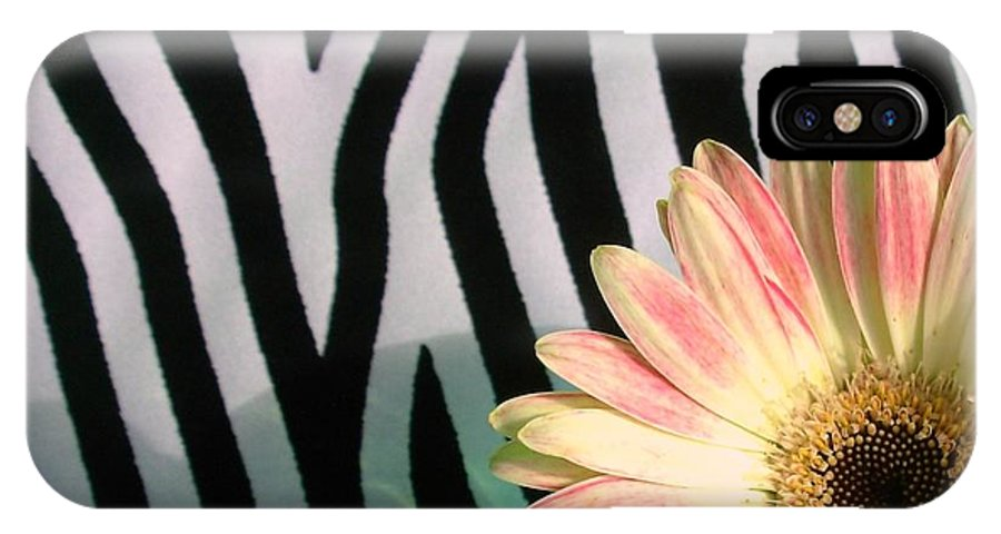 Gerbera Photographs IPhone X Case featuring the photograph 2560c2-005 by Kimberlie Gerner