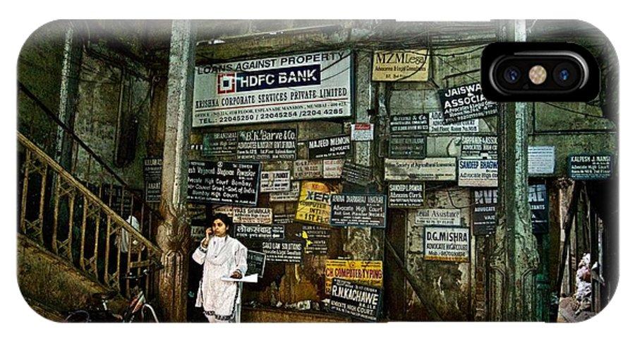 Mumbai IPhone X Case featuring the photograph A Lobby In Mumbai by Valerie Rosen