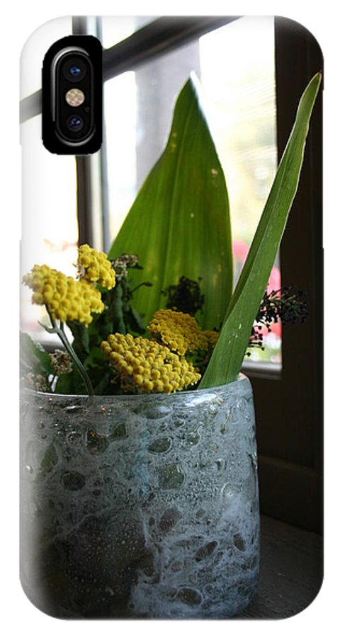 Vase IPhone X / XS Case featuring the photograph Beauty In Simplicity by Nina Fosdick