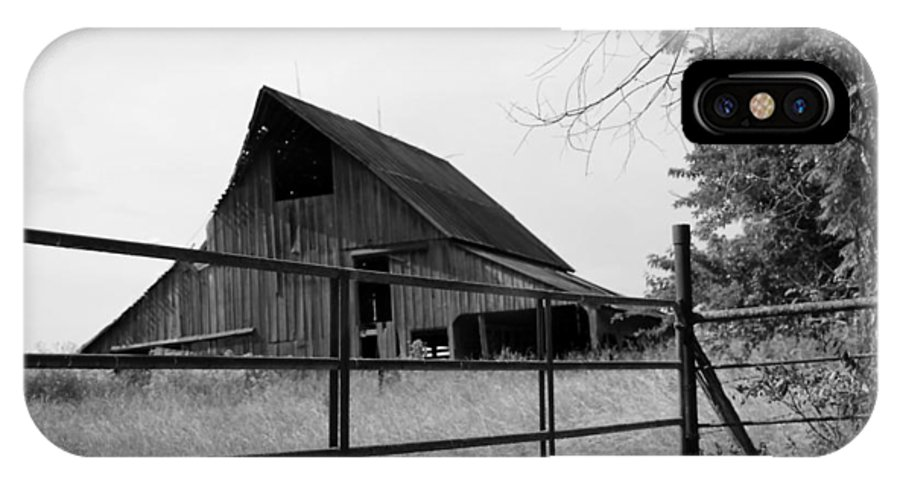 Barn IPhone X Case featuring the photograph Bwbetter Days Gone by Judy Hall-Folde