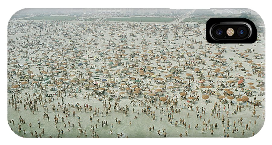 jones Beach IPhone X / XS Case featuring the photograph Crowds Of People At Jones Beach by Robert Sisson