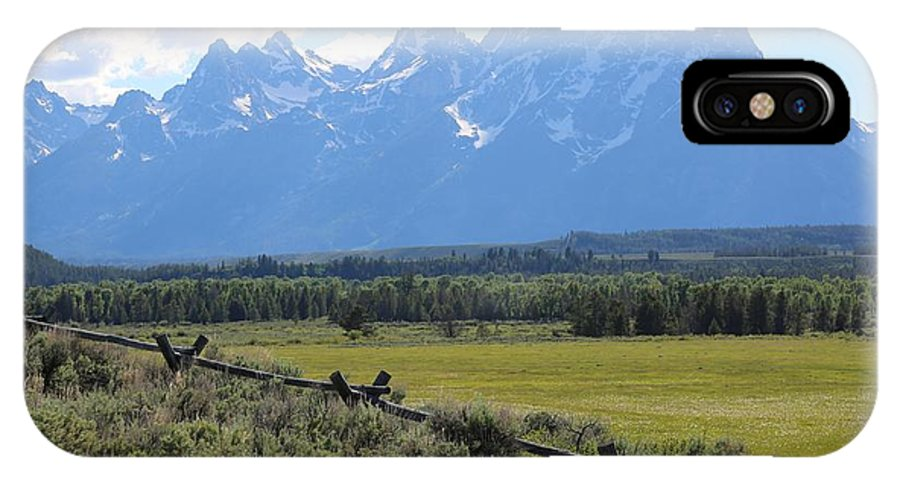 Tetons IPhone X Case featuring the photograph Grizzly Country by Carol Groenen