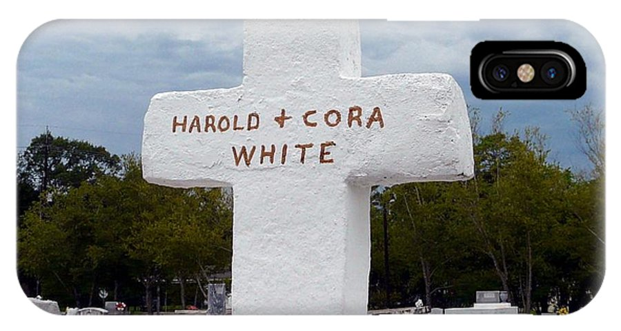 Harold And Cora White IPhone X Case featuring the photograph Harold And Cora by Rdr Creative