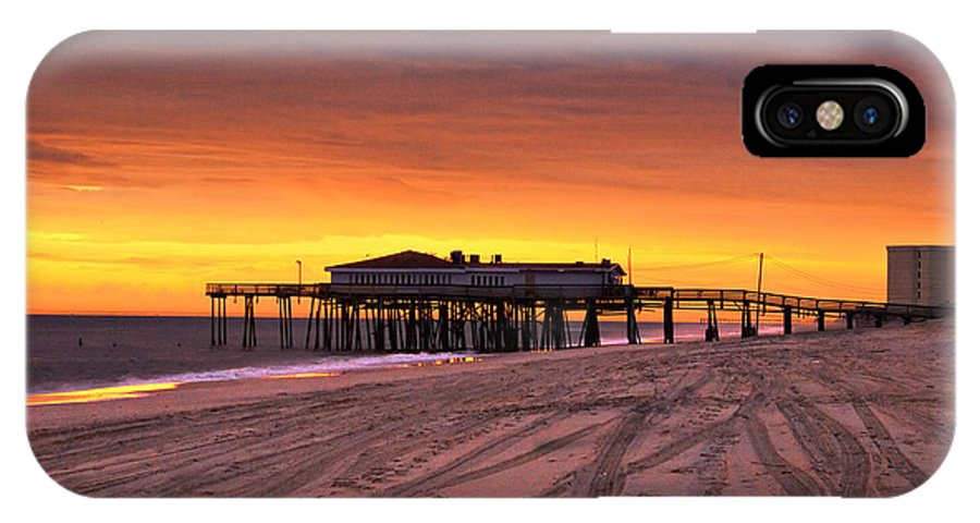 Jennettes Pier IPhone X Case featuring the photograph Jennettes Pier by Mary Almond