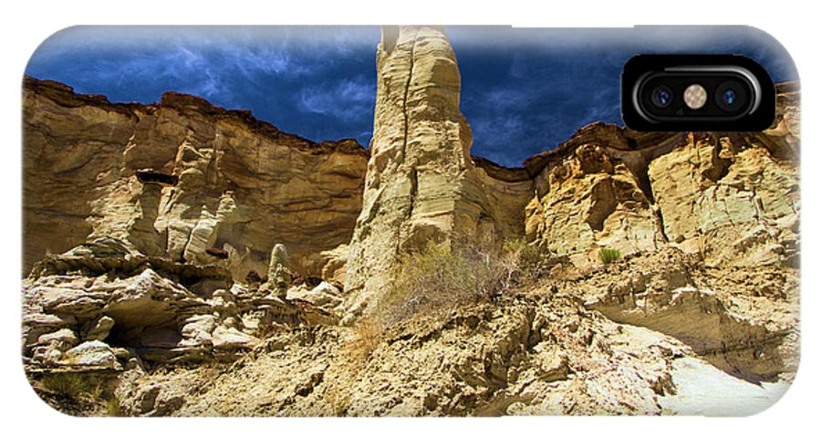 Wahweap Hoodoos IPhone X Case featuring the photograph King Of Wahweap by Adam Jewell