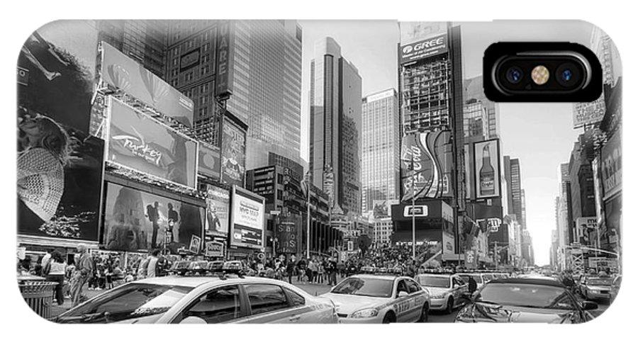 Yhun Suarez IPhone X Case featuring the photograph Times Square Traffic 2.1 Bw by Yhun Suarez