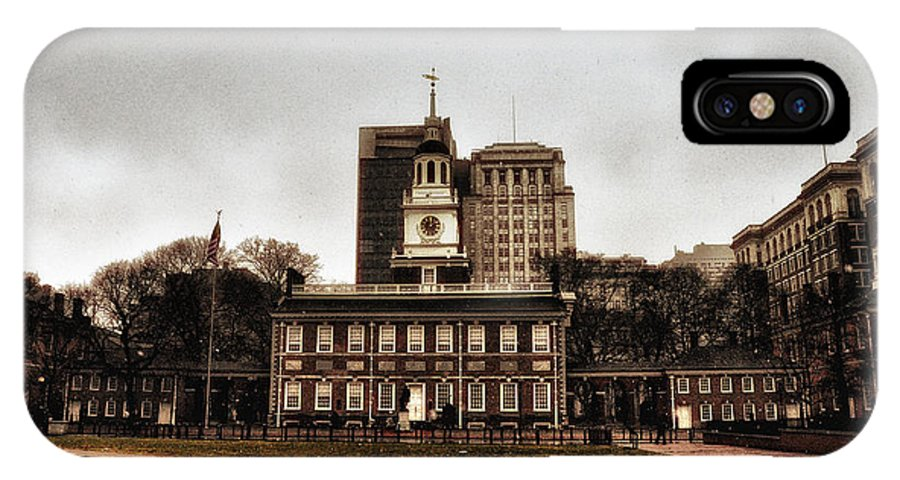 View Of Independence Hall In Philadelphia IPhone X Case featuring the photograph View Of Independence Hall In Philadelphia by Bill Cannon