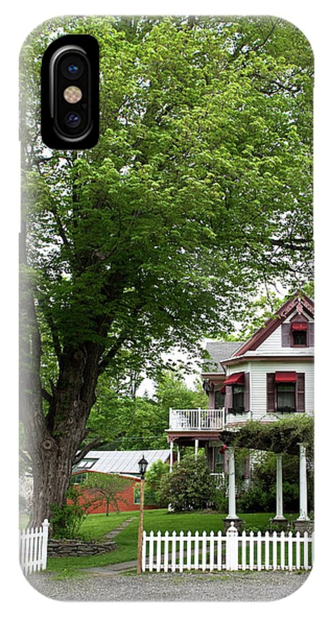Country Setting IPhone X / XS Case featuring the photograph Wild Rose Inn Woodstock by Lorraine Devon Wilke
