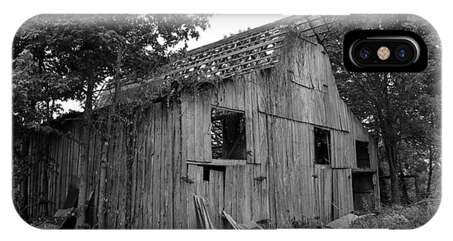 Barn IPhone X Case featuring the photograph Barn In Kentucky No 69 by Dwight Cook