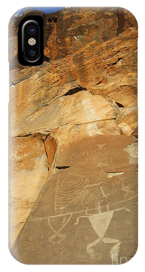 Ancient IPhone X Case featuring the photograph Olowalu Petroglyphs by MakenaStockMedia