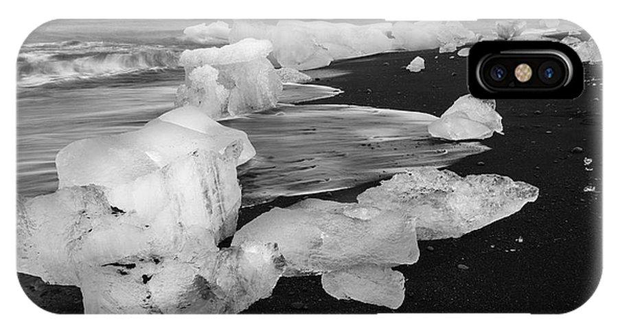 Brethamerkursandur IPhone X Case featuring the photograph Brethamerkursandur Iceberg Beach Iceland 2319 by Bob Neiman