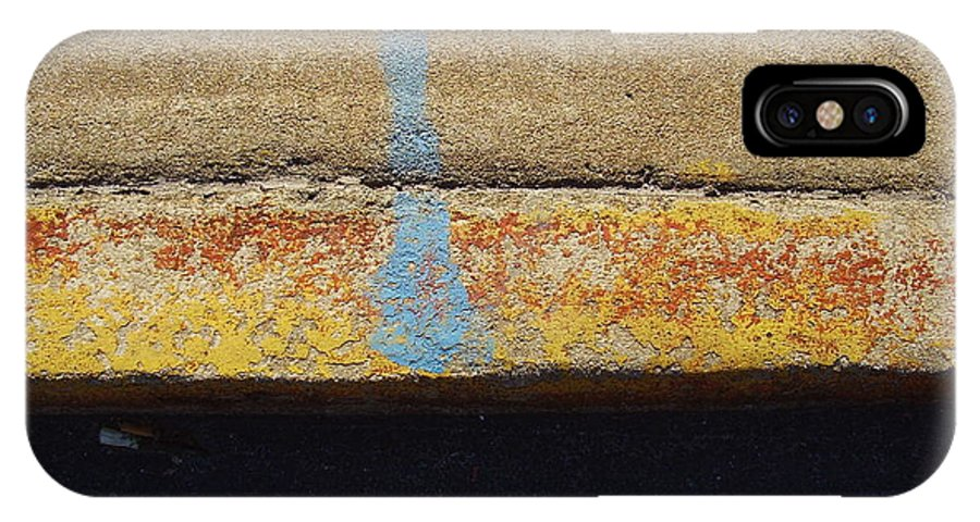 Abstract IPhone X Case featuring the photograph Curb by Flavia Westerwelle