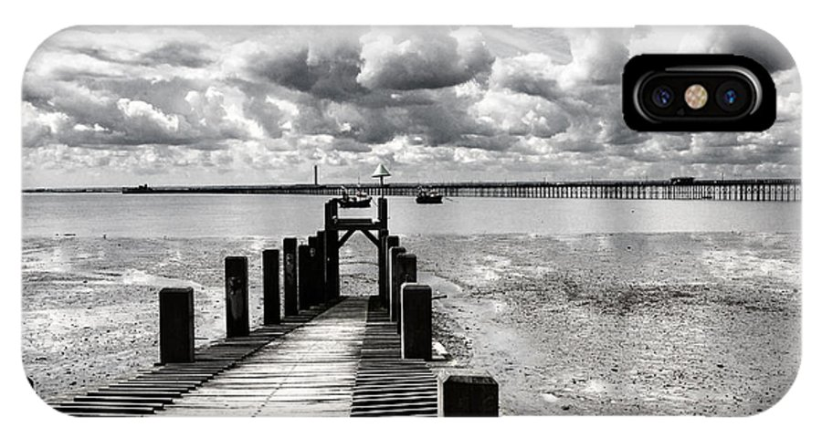 Wharf Southend Essex England Beach Sky IPhone X Case featuring the photograph Derelict Wharf by Sheila Smart Fine Art Photography