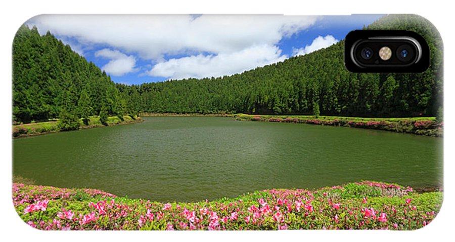 Azoren IPhone X Case featuring the photograph Empadadas Lakes by Gaspar Avila