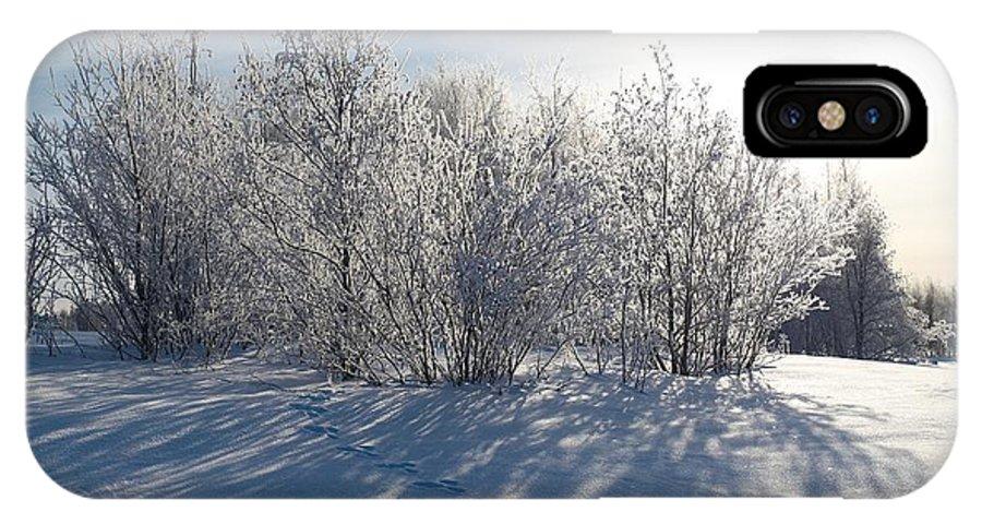 Talvi IPhone X Case featuring the photograph Frozen Views 3 by Jouko Lehto