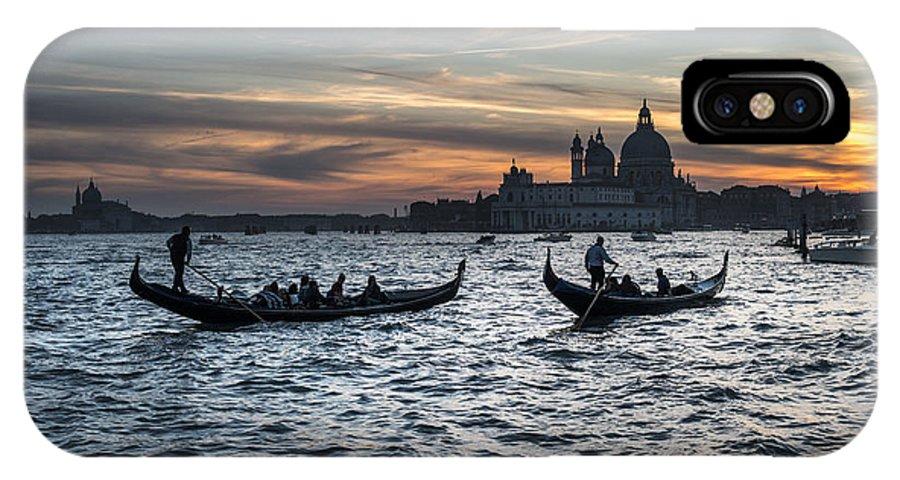 Venice IPhone X Case featuring the photograph Gondole Al Tramonto Sam210x by Marco Missiaja