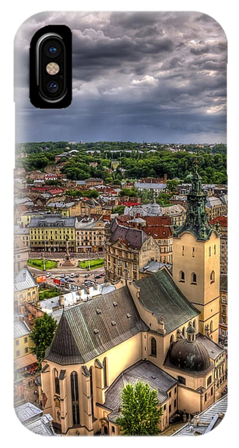 Above IPhone X Case featuring the photograph In The Heart Of The City by Evelina Kremsdorf