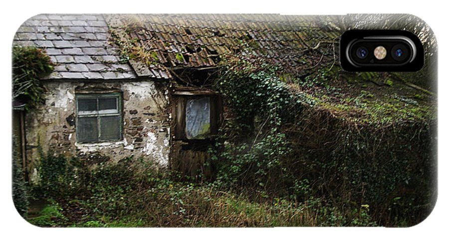Hovel IPhone Case featuring the photograph Irish Hovel by Tim Nyberg