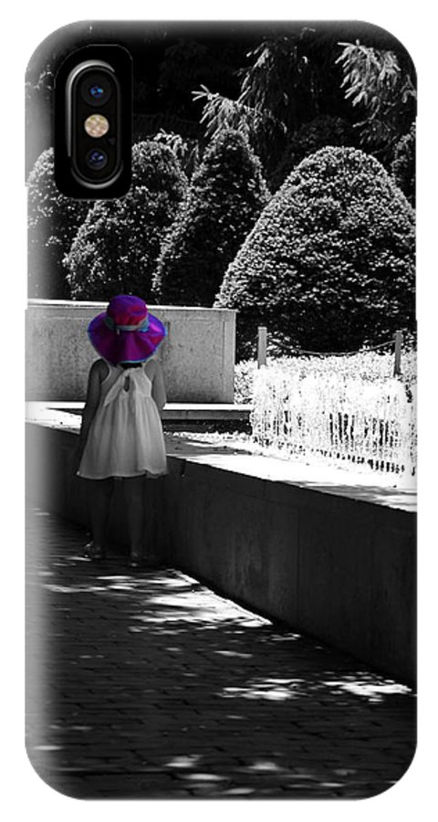 Little Girl In Magenta Hat Black And White Selective Color Phone Case