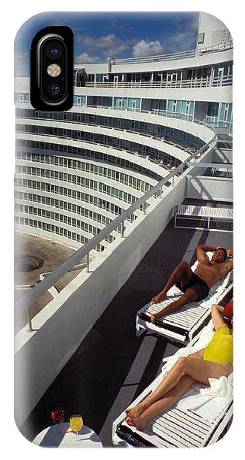 Man IPhone X Case featuring the photograph Living High At The Fontainebleau by Carl Purcell
