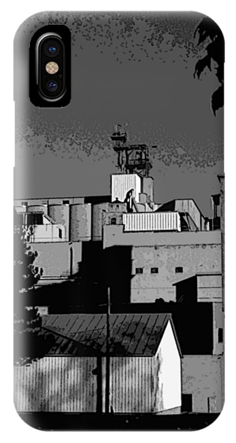 Manitowoc Wisconsin IPhone X Case featuring the photograph Manitowoc morning by David Bearden