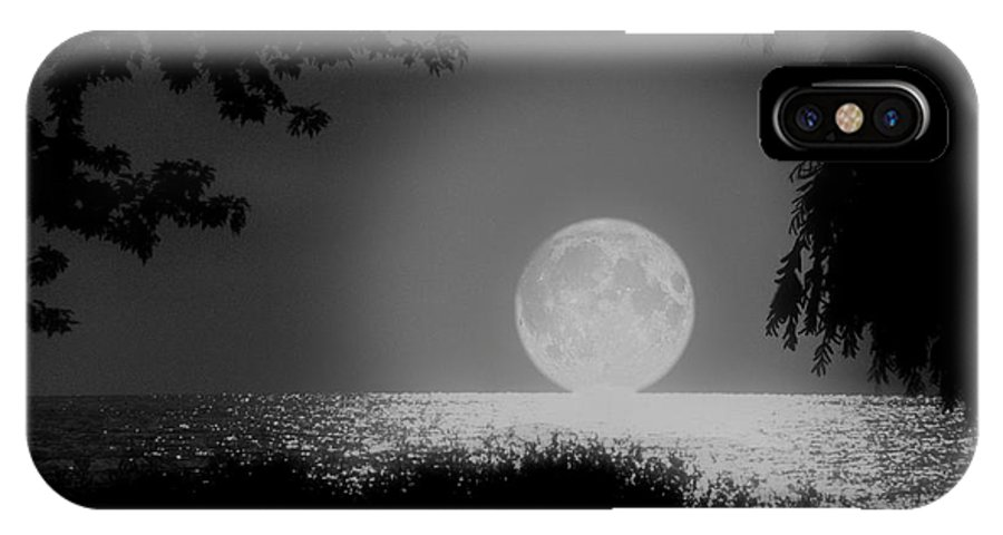 Moon IPhone Case featuring the photograph Moonset On Lake Erie by Kenneth Krolikowski