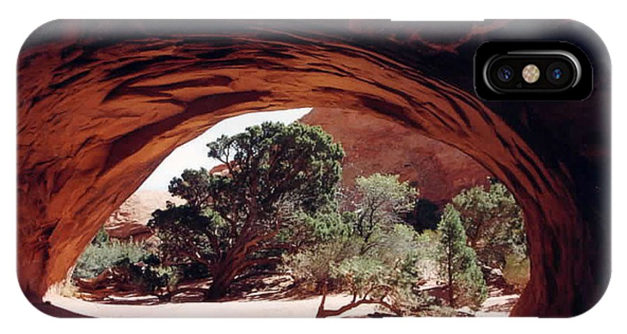 Utah IPhone X Case featuring the photograph Navajo Arch by Kathy Schumann
