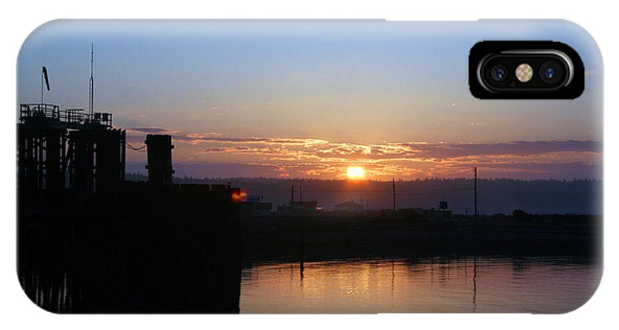 Sunrise IPhone X Case featuring the photograph New Beginnings - Keystone Sunrise Sr 1003 by Mary Gaines