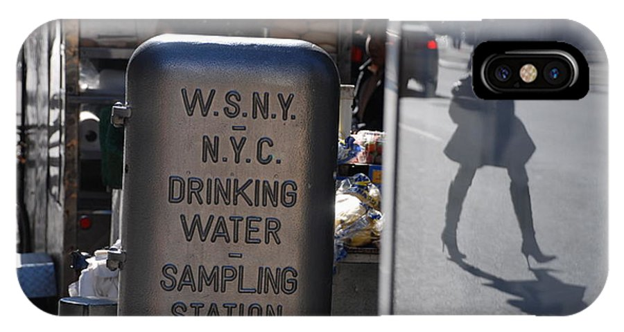 Street Scene IPhone Case featuring the photograph Nyc Drinking Water by Rob Hans